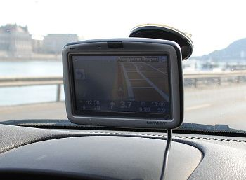 GPS-Device-in-Car