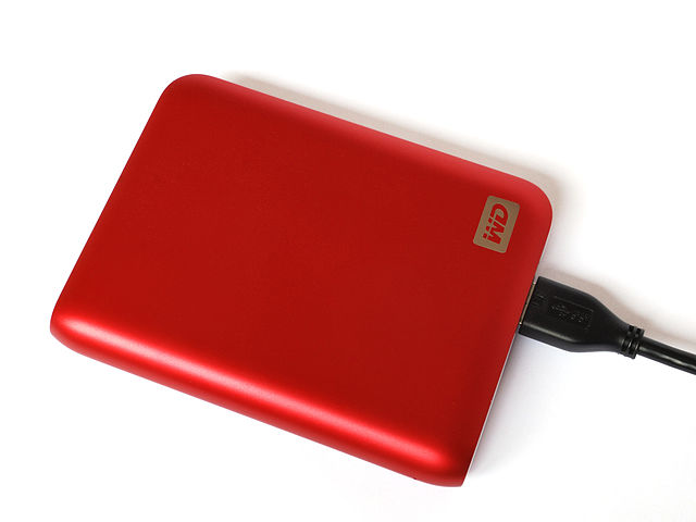 Portable Hard Disk 1TB Western Digital. Image by Harke. License: CC BY-SA 3.0.