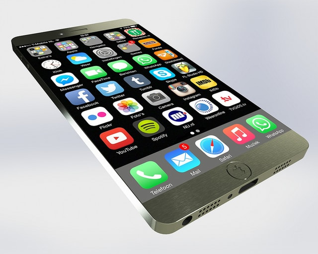 Apple iPhone7. Photo by Jan-Willem Reusink. License: CC BY 2.0.